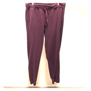 Maroon ankle sweatpants with elastic ankle