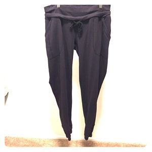 Ankle sweatpants with pockets and elastic ankle