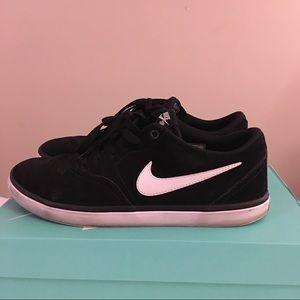 Nike Shoes - Nike men's SB check solarsoft