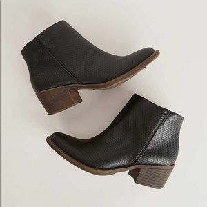 Black Snake Print Low Heel Ankle Boots