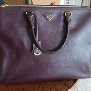 PRADA PURSE AUTHENTIC