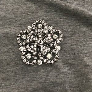 Accessories - flower shaped pin