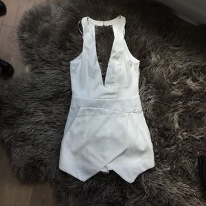 Modern Boho Low V, Open back white playsuit 6/M