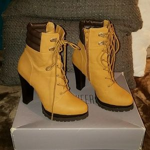JLO Platform High Heel Ankle Boots Marky Wheat