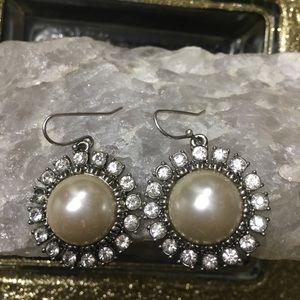 Banana Republic pearl earrings