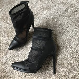 Shoe cult mesh cut out booties