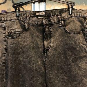 Black stonewashed skinny jeans
