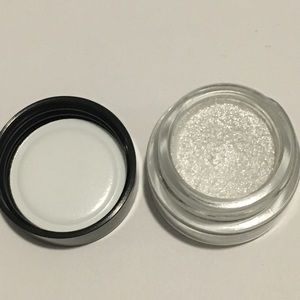 Chanel illusion D'Ombre luminous eyeshadow