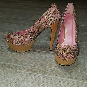 NWOT tan and pink patterned platform heels