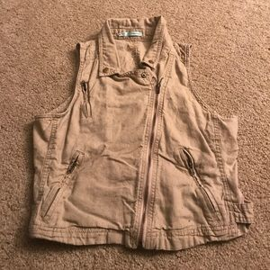 Tan vest with zippers