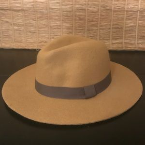 Express wool hat in camel brown