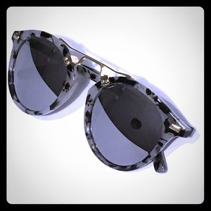Accessories - mirror sunglasses with black & gray frame design