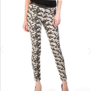 Willow & Clay Floral Print Pants Size 8