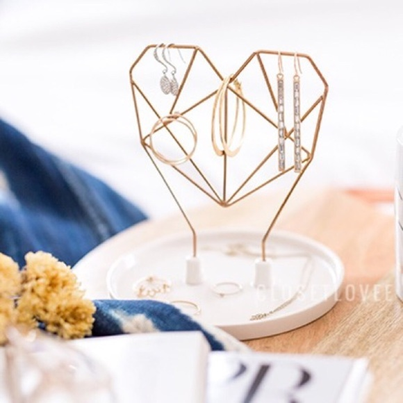 IMM Living Jewelry | New In Box Imm Coxet Wire Heart Holder | Poshmark