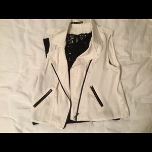 Maurice's sleeveless jacket with zipper