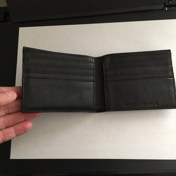 79f257f8 Banana Republic men's leather wallet