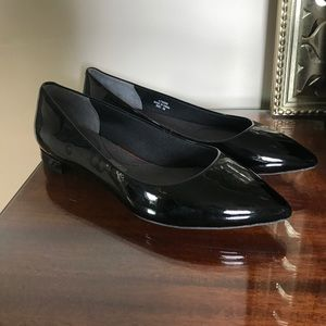 Total Motion Pointy Toe Flats