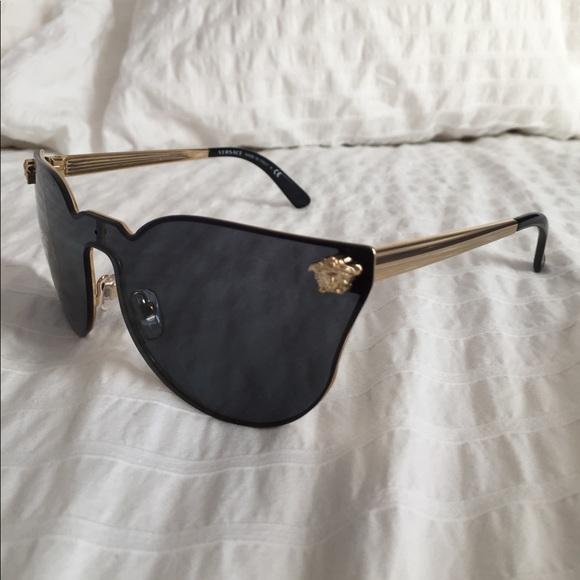 b34bd14742fa Versace JJ black sunglasses