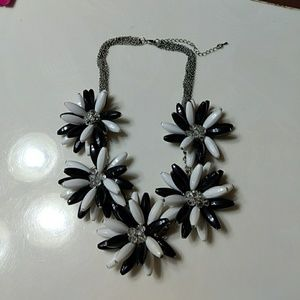 Jewelry - Closet clear out Statement necklace