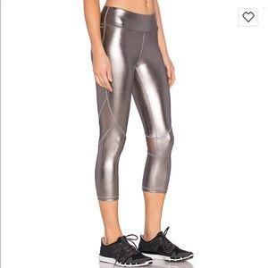 (XS) Alala Crop Tight Legging in Shiny Pewter