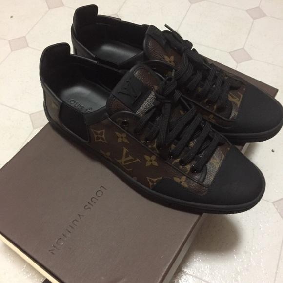 19c23238752a Authentic Louis vuitton men shoes. M 59bc01aa78b31ccd6802a997