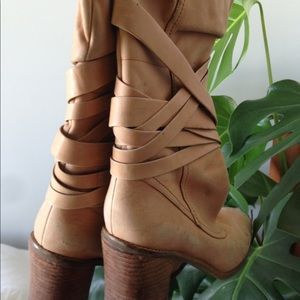 "Gorgeous ""nude""/camel leather boots from Banana"