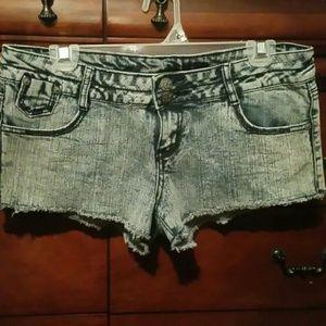 Vanilla star cut off stretch jean shorts!