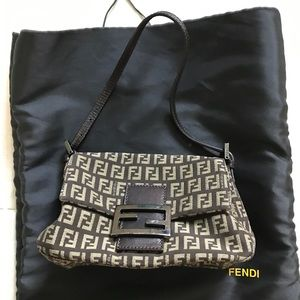 Fendi authentic small shoulder bag