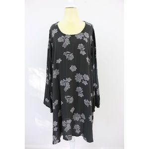 Dresses & Skirts - Flowy Floral Dress🎉SOLD🎉