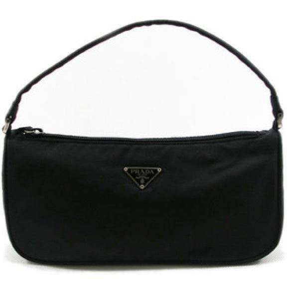 ⚡️Price Drop⚡️Classic Prada Tessuto Nylon handbag.  M 59bc3f954e8d1715fb00bb81 1b06996f0babc