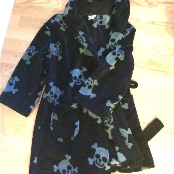 Super cute kids' robe with skull  print