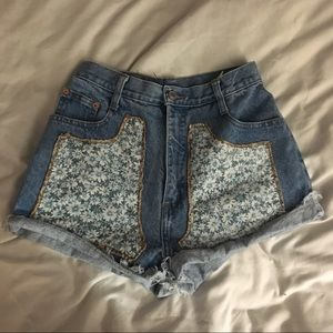 VINTAGE DAISY PATCH HIGH WAISTED SHORTS