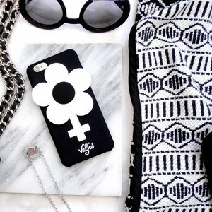 Valfré Black and White 3D Flower iPhone 6/6S Case