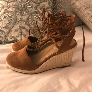 Like new Me Too lace-up suede wedges
