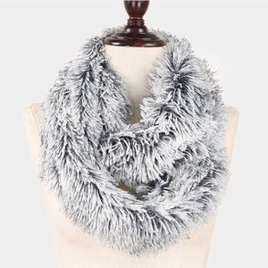 Accessories - 🆕 SOFT • Faux Fur • Infinity • Scarf