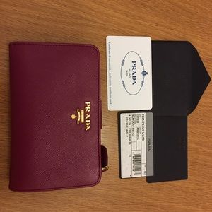 PRADA Saffiano wallet, 100% authentic, gently used