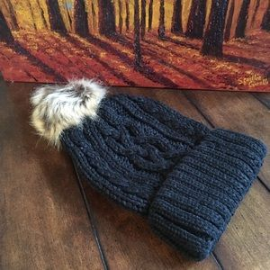 Accessories - 🎉HP🎉 Black Cable Knit Beanie with Faux Fur