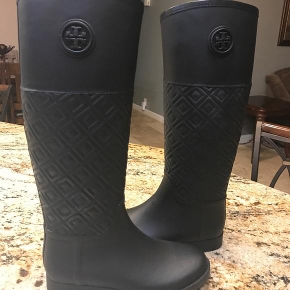 b4b82860fec Women s Black Marion Quilted Rubber Rain Boots. M 59bcbe35c284563a6a02a6d4