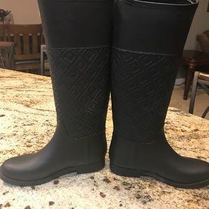 d7cb56b395cfda Tory Burch Shoes - Women s Black Marion Quilted Rubber Rain Boots
