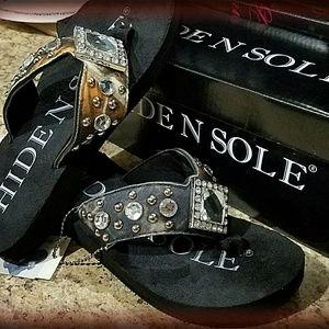 HIDDEN SOLE