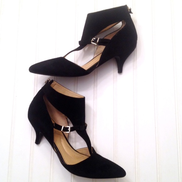 ca31edea83e1 Ellen Tracy Shoes - Ellen Tracy Tomi black suede kitten heels