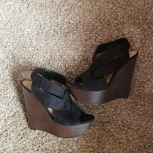 Never worn! Shoe dazzle wedges