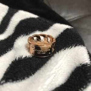 Michael Kors rose gold ring size 6