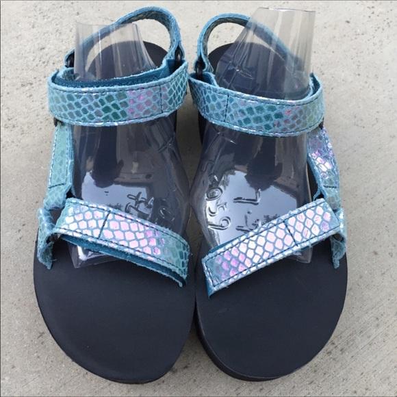 5716a6ef0ee TEVA Flatform Universal Iridescent Sandals. M 59bd4a4a4e95a3c4a503afc2