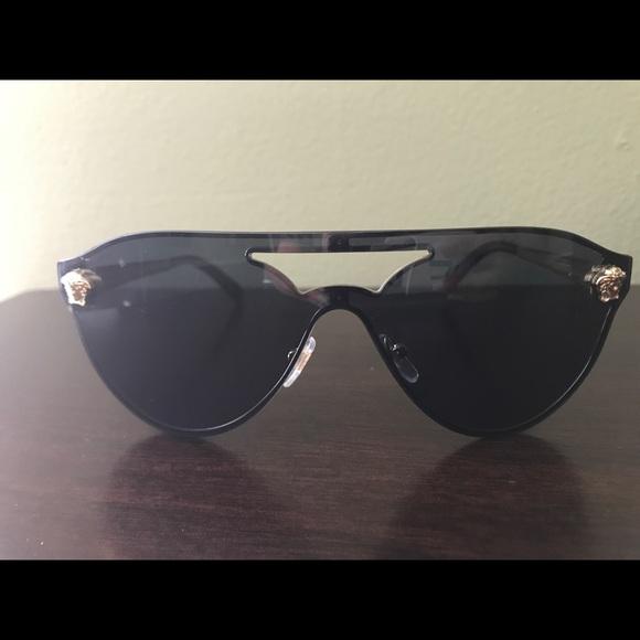 b00922dbc3 Versace Black Glam Medusa Sunglasses AUTHENTIC. M 59bd53094225bef3d803cce2