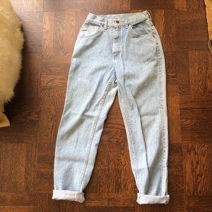Vintage High Waisted Lee Mom Jeans light wash