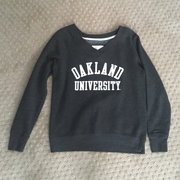 Comfy Oakland University sweatshirt. M 59bd665a98182959de04117f c60e1a9a2fff