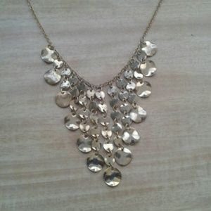 Jewelry - AK Vintage marked gold tone pretty necklace