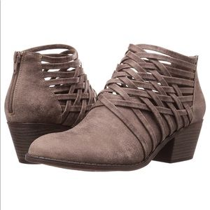 Shoes - NWT Tan ankle booties