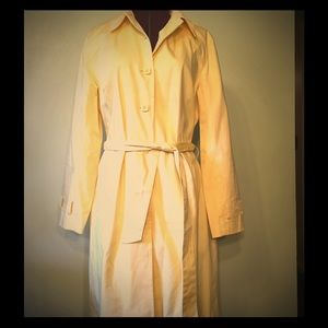 Apostrophe belted trench